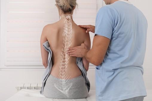 Scoliosi: cause, diagnosi e trattamento