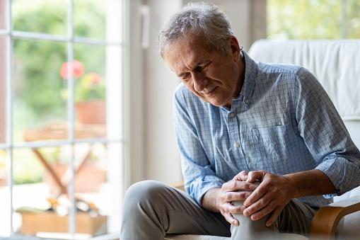 Artrosi del ginocchio: cause, sintomi, rimedi